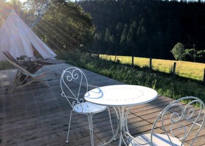 Tipi et terrasse
